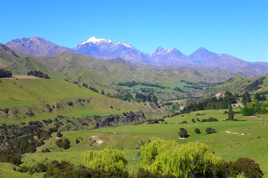 The Awatere Valley (Maori for fast flowing river) in spring. This is nearly half way between Blenheim and Molesworth Station. In the background is Mount Tapuae-o-Uenuku (2885 m),New Zealand's tallest mountain outside the southern divide.